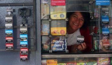 Comienza venta de condones masculinos en kioskos de Santiago