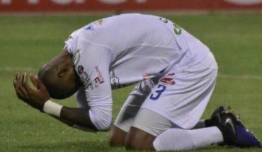 Jugador anota dos autogoles en el mismo partido de Libertadores