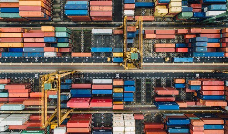 La internacionalización de la economía. Containers en un puerto. Foto: chuttersnap / Unsplash. Blog Elcano
