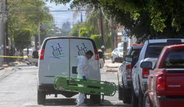 Localizan 14 cuerpos en fosas halladas en una vecindad de Jalisco
