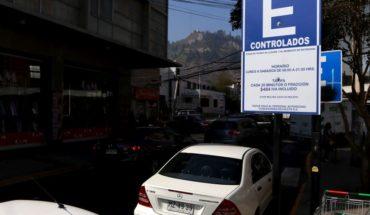 Pese a fallo de tribunal empresa sigue cobrando por estacionar en Recoleta