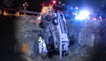Se accidenta camioneta de FedEx en Tarímbaro, Michoacán, fallece un hombre y otro resulta lesionado