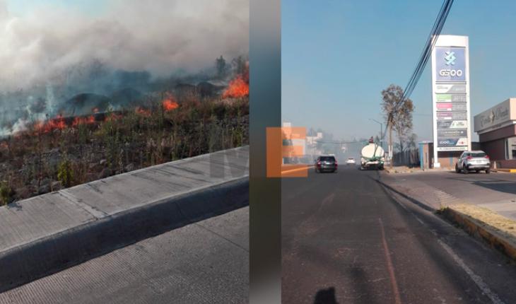 Se registra fuerte incendio de pastizal cerca de la Uvaq en Morelia
