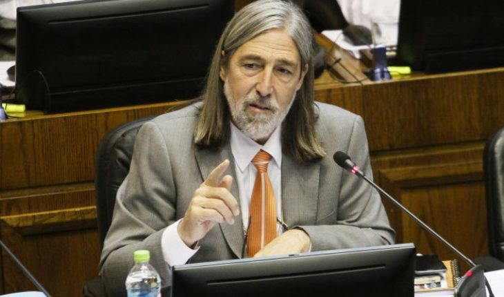 """Senador Letelier acusó una """"operación política"""" en su contra al interior del PS"""