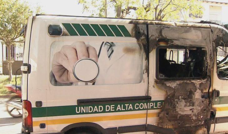 Dos ambulancias destruidas por quemacoches