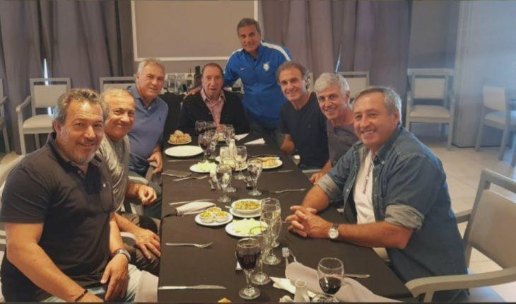Los campeones del '86 visitaron a Bilardo en la clínica donde está internado