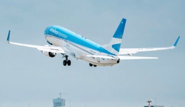 Aerolineas Argentinas suspended all its flights for Tuesday 30 stop