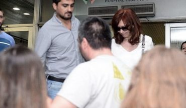 Cristina Kirchner despidió a su madre en el hospital y viajó a Cuba