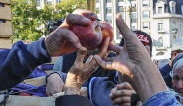 Frutazo in Plaza de Mayo: producers looking to make visible the crisis