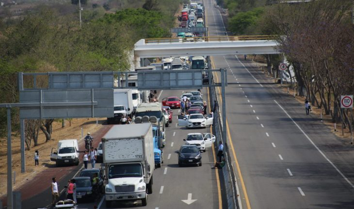 Gunmen attack tourists in the highway of the Sun