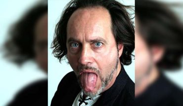 In the middle of his show, English comedian Ian Cognito dies