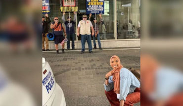 It becomes viral photo of Muslim woman smiling against intolerance, in United States