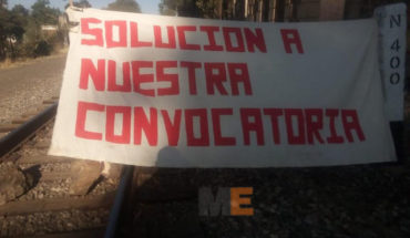 Normalistas blocked the railway, take huts and roads in different parts of Michoacan Michoacan