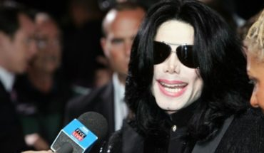Parents ask to withdraw the name Michael Jackson Auditorium of a school