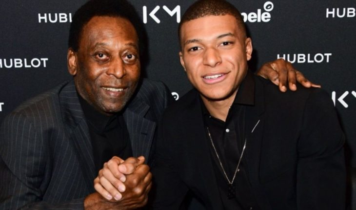 Pelé presented improvements after being hospitalized for a urinary tract infection