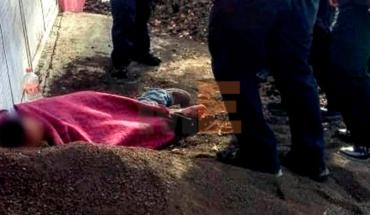 Police assist a shot in Morelia, Michoacán