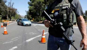 Synagogue shooting: one dead and three injured in an armed attack in California