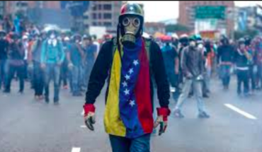 The President has the floor to avoid a military intervention in Venezuela