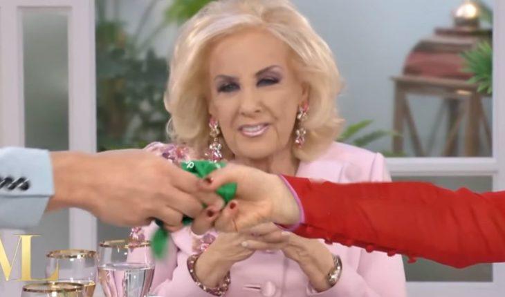 The reaction of Mirtha Legrand when Juan Minujín showed the Green scarf