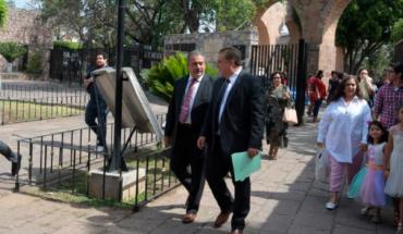Asiste Raúl Morón al CIV aniversario de la Escuela Normal Urbana Federal de Morelia