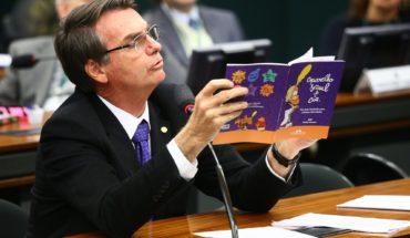Bolsonaro busca prohibir que se hable de sexualidad en escuelas de Brasil