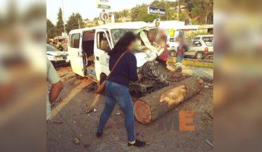 Cargamento de troncos se desprende del camión que los transportaba en Zitácuaro, un muerto, 10 heridos y 14 vehículos dañados