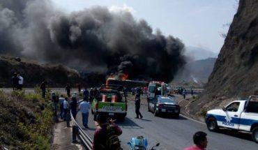 Choque entre autobús y tráiler deja decenas heridos en Veracruz