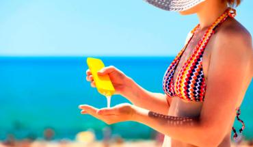 Científicos investigan ingredientes de protectores solares, podrían afectar la salud