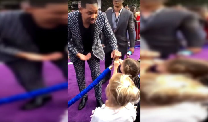 """El tierno gesto de Will Smith en la premiere de """"Aladdin"""" con dos niñas que creían que era un genio de verdad"""
