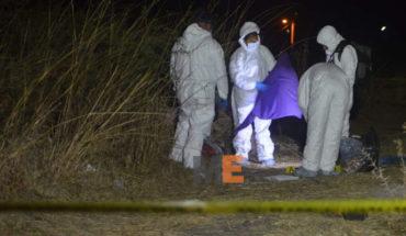 Encuentran el cuerpo de un hombre encobijado y con signos de violencia, a un lado de la carretera Morelia