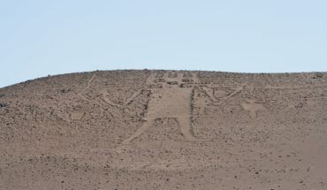 """Formalizan a decano de Universidad Adolfo Ibáñez por daño a monumento arqueológico """"El gigante de Atacama"""""""