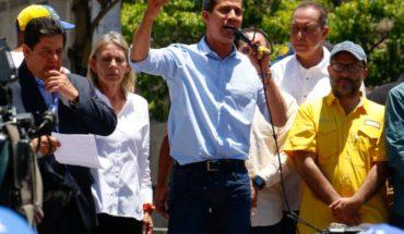 """Guaidó insiste a los militares en """"que se pongan del lado de la Constitución"""" de Venezuela"""