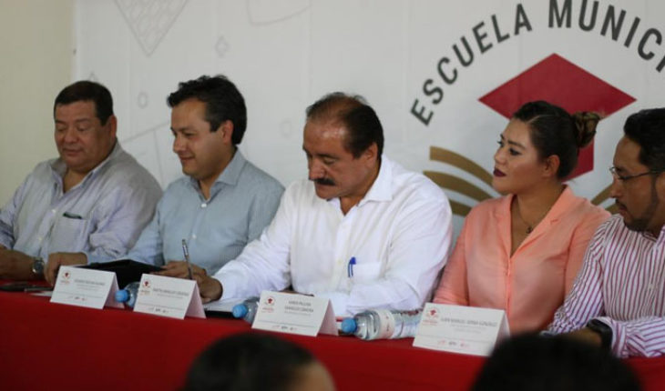 INEA inaugura la primera Escuela Municipal de Educación para Adultos en el país, en Zamora, Michoacán
