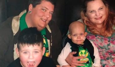 Iba a donar dinero para una bebé enferma, al enterarse que sus madres son lesbianas se negó