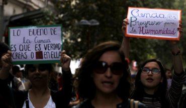"""Investigadores se movilizaron este sábado en """"Marcha por la Ciencia"""""""