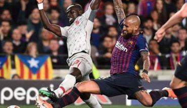 Jugando el partido completo Vidal y el Barcelona golearon al Liverpool por la Champions