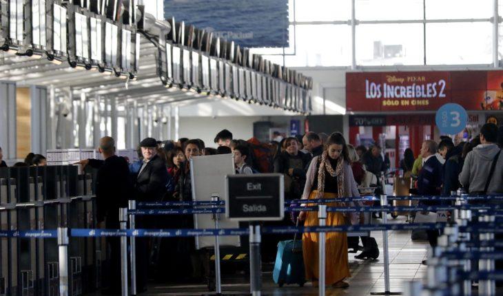 MOP evalúa extensión del Metro o un tranvía hacia el Aeropuerto de Santiago