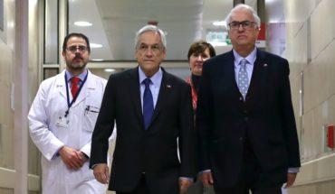 Piñera visitó a joven baleado por su compañero en colegio de Puerto Montt y defendió revisión de mochilas