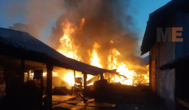 Se incendia un aserradero en Huajúmbaro, municipio de Hidalgo, Michoacán