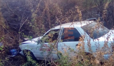 Tres personas resultan heridas tras volcar el taxi en el que viajaban en Parácuaro, Michoacán