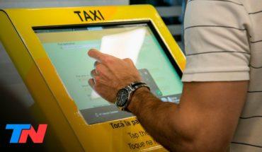 La odisea de tomar un taxi en Aeroparque: los taxistas protestan contra las tarifas prefijadas