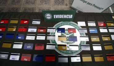 8 people detained by massive bank-card cloning