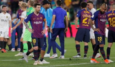 Barcelona lost 2 to 1 to Valencia and Messi ran out of the King's Cup