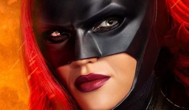 Batwoman's trailer reveals the first gay superhero on TV