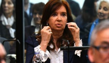 Cristina presented a request for a departing for an expert of the road cause
