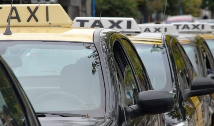 Mendocinas women organize and arm an exclusive taxi network for them