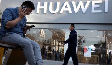 More companies suspend Huawei phone sales