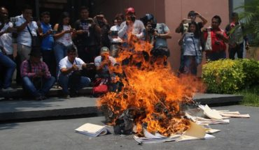 Protest against education reform teachers ends with destruction in Congress of Guerrero