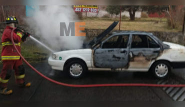 They burn a taxi with a body inside and leave narco message, in Uruapan, Michoacán