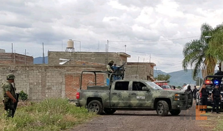 They find in an abandoned house the bodies of three men gunned down, in Apatzingán, Michoacán